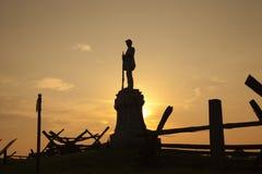 南北战争纪念碑剪影在血淋淋的车道, Antietam争斗的 库存图片