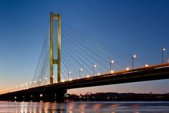 南地铁桥梁在晚上 基辅,乌克兰 免版税库存图片