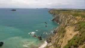 南威尔士海岸线的看法从Pembrokeshire沿海道路的,在Solva附近,威尔士,英国 免版税库存图片