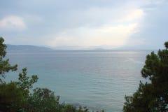 南希腊波罗斯岛,九头蛇,埃伊纳岛06的海岛 15 2014年 希腊海岛沿海海岛的风景温暖的evenin的 免版税库存照片