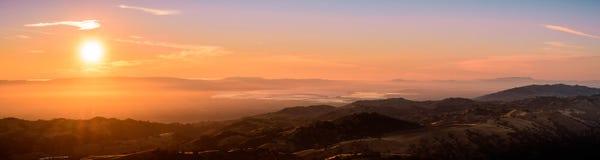南旧金山湾区的日落视图 免版税库存照片