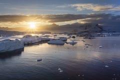南极日出 库存照片