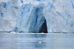 南极洲冰洞 库存图片