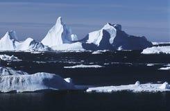南极洲冰山和海 免版税库存图片