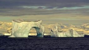南极洲冰川曲拱 图库摄影