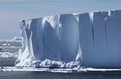 南极洲威德尔海冰山 免版税图库摄影