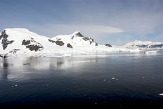 南极洲的海岸线有冰层的 库存照片