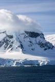 南极洲-童话风景在一个晴天 库存照片