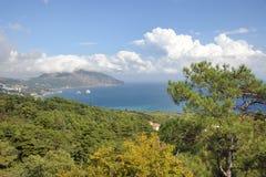 从南沿海高速公路的俯视的Gurzuf海湾-克里米亚 库存图片