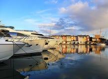 南法国 法国海滨 在口岸Grimaud的游艇在日落 免版税图库摄影