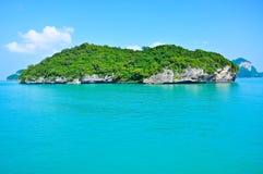 南泰国的美丽的岩石和海运 免版税库存图片