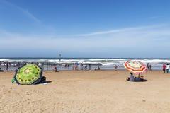 南海滩的德班许多人民 免版税库存图片