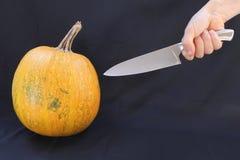 南瓜和刀子 免版税库存图片