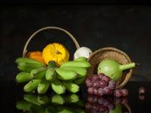 南瓜和香蕉和葡萄 免版税库存照片