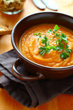 南瓜奶油色汤用荷兰芹 库存图片