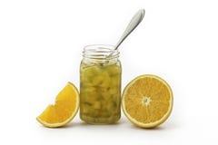 南瓜有一个生来有福和橙色切片的果酱瓶子 库存照片
