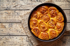 南瓜桂香小圆面包滚动自创甜秋天点心面包食物 免版税库存照片