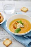 南瓜汤用乳酪和薄荷 免版税库存图片