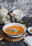 南瓜汤用奎奴亚藜和种子 食物健康素食主义者 免版税库存图片