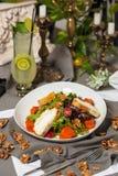 南瓜沙拉用莴苣、西红柿和柠檬水 免版税库存图片