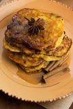 南瓜油炸馅饼用桂香 免版税图库摄影