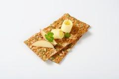 南瓜籽薄脆饼干用黄油和苹果 免版税库存图片