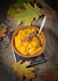南瓜粥在木背景中 免版税图库摄影