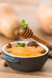 南瓜粥用蜂蜜 免版税库存图片