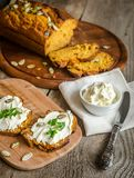 南瓜面包用乳脂干酪 免版税库存图片