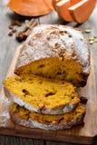 南瓜面包用葡萄干 免版税库存图片