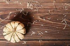 南瓜顶视图在一张木桌上的 免版税图库摄影