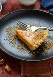 南瓜馅饼用在板材的核桃 免版税库存照片