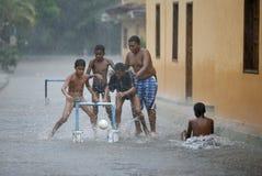 南美委内瑞拉CHUAO雨足球橄榄球 免版税库存照片