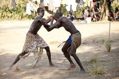 南苏丹人摔跤手 库存照片