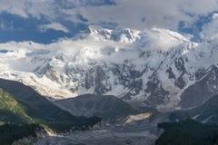 南迦帕尔巴特峰喜马拉雅山范围的, Chilas,巴基斯坦山断层块 免版税库存图片