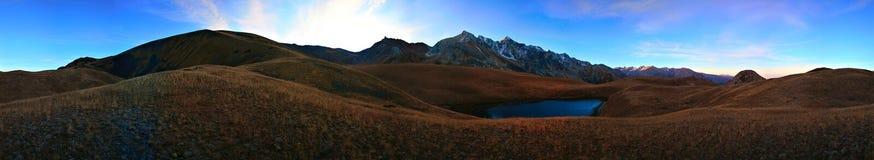 南部卡扎克斯坦的山 库存图片