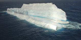 南部巨型冰山的海洋 库存照片