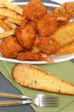 南部的油煎的鱼、鸡和虾 免版税库存图片