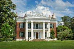 南部豪宅的玫瑰花 免版税库存照片