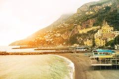 南部阿马飞海岸的地中海美好的风景ital 免版税库存图片