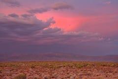 南部非洲的干旱台地高原日落 免版税库存图片
