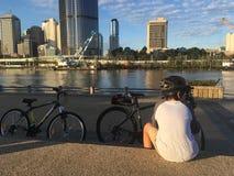 南银行的骑自行车者 免版税库存照片