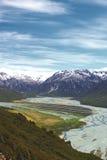 南阿尔卑斯山的积雪的峰顶,在亚瑟的通行证附近 库存图片