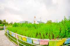 博克拉,尼泊尔, 2017年9月04日:关闭与一个描述的五颜六色的织品,与一美丽精采白 库存照片