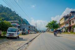博克拉,尼泊尔, 2017年9月04日:走和乘坐他们的摩托车的未认出的人民在dowtown的户外近 图库摄影
