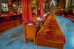 博克拉,尼泊尔- 2017年10月06日:祷告地方室内看法在大厦里面的在Thrangu塔石Choling修道院里 库存照片