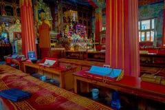 博克拉,尼泊尔- 2017年10月06日:祷告地方室内看法在大厦里面的在Thrangu塔石Choling修道院里 库存图片