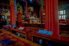 博克拉,尼泊尔- 2017年10月06日:祷告地方室内看法在大厦里面的在Thrangu塔石Choling修道院里 免版税库存照片