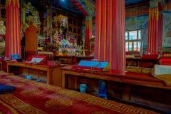 博克拉,尼泊尔- 2017年10月06日:祷告地方室内看法在大厦里面的在Thrangu塔石Choling修道院里 免版税库存图片