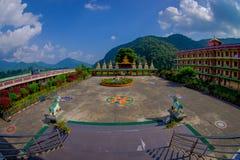 博克拉,尼泊尔- 2017年10月06日:西藏建筑学看法  萨迦派修道院是香客和游人目的地 其 库存图片